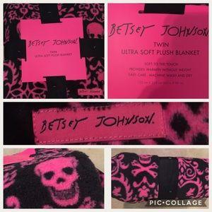 Betsey Johnson twin plush blanket